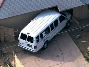 KNXV_Van_slams_into_north_Phoenix_home_20140207205834_320_240